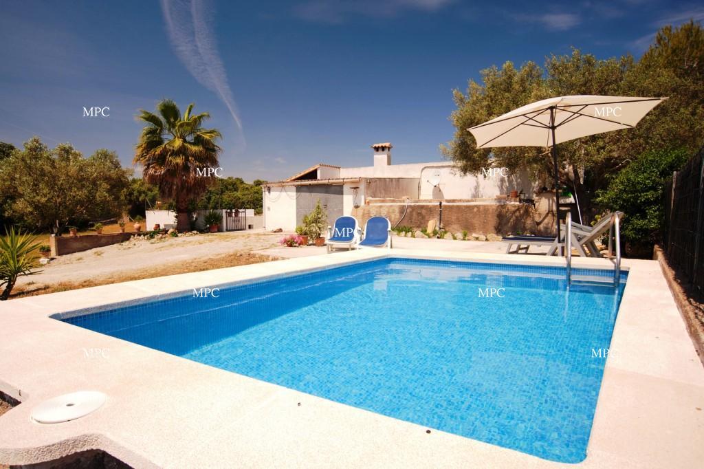 Casa de campo con piscina privada y vistas al campo y for Casa de campo con piscina privada