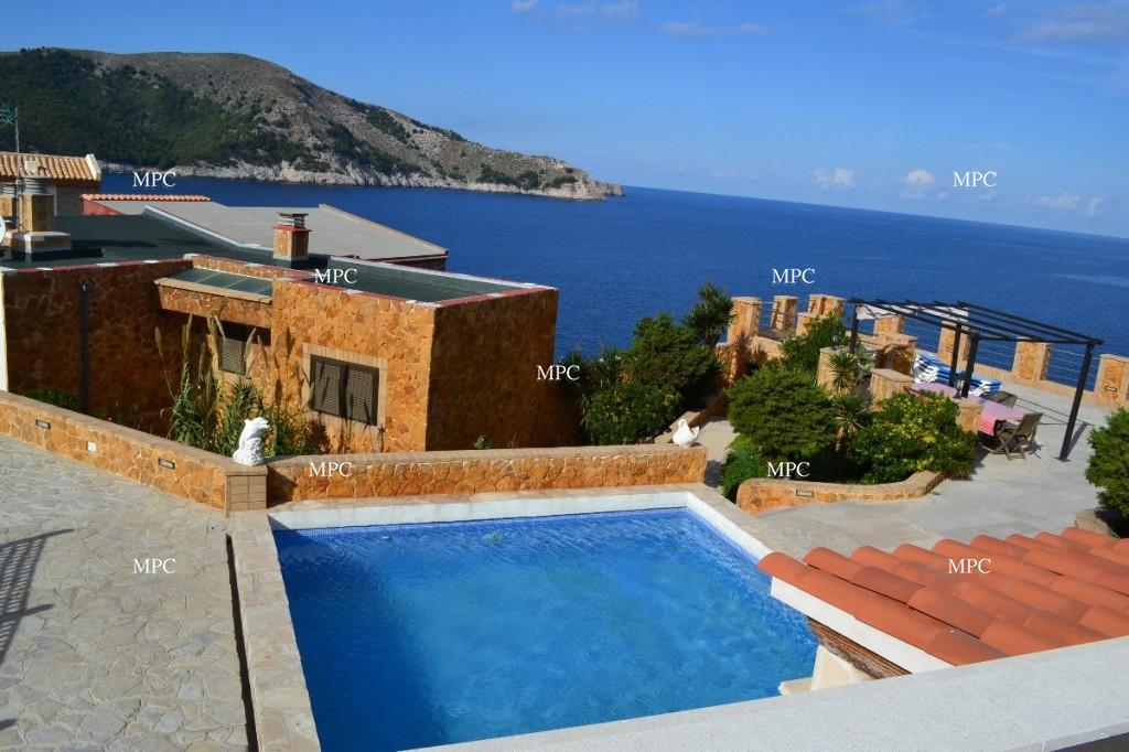 FOR SALE Modern Villa with sea views in Cala Ratjada.